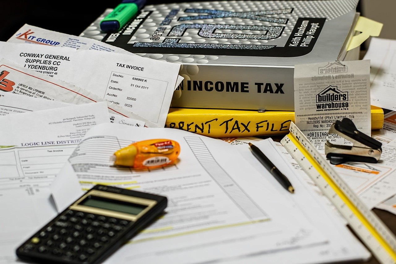 日本に住んでいる限りは海外口座でも税金を納める必要がある